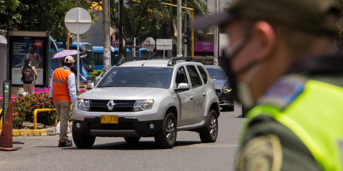 Video: Ciudadano conducía en contravía, el alcalde lo descubrió y le metió tremendo regaño