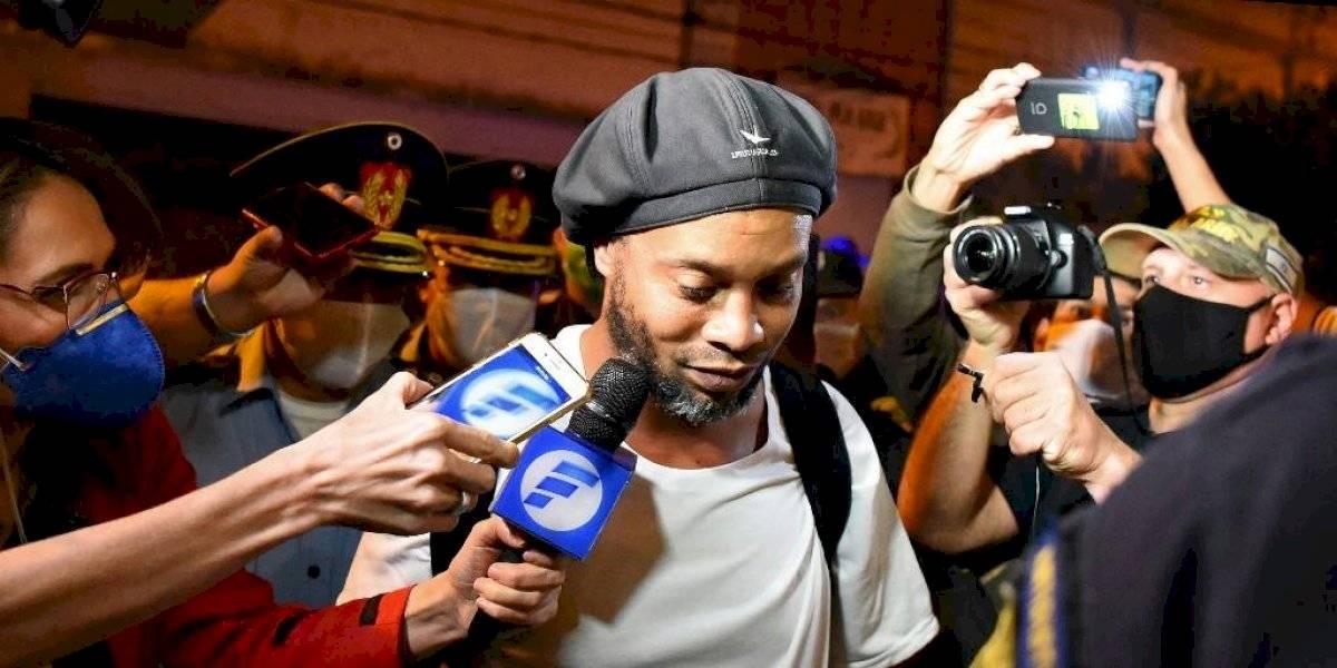 Comisario revela detalles de la estadía de Ronaldinho en la cárcel de Paraguay