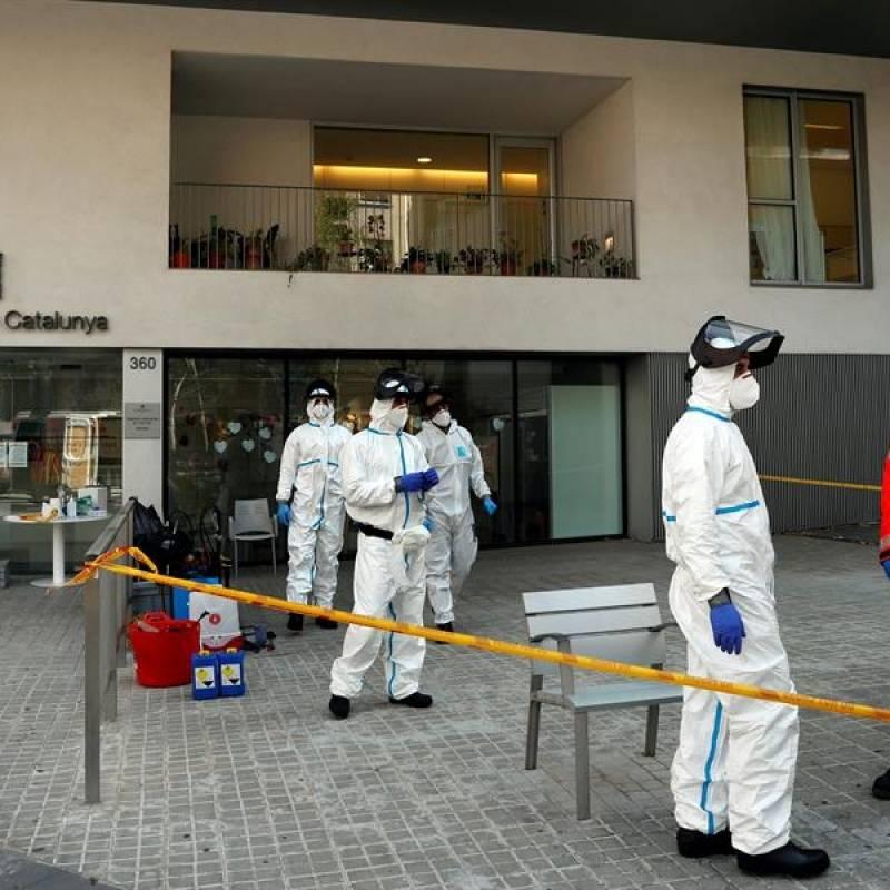 Presos elaboran féretros para muertos por coronavirus en Ecuador
