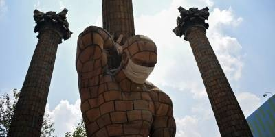 Mascarillas a estatuas
