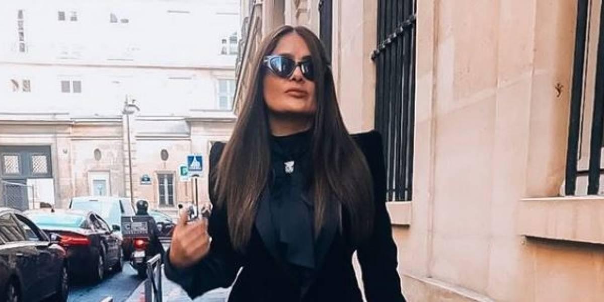 Salma Hayek provoca furor con un ajustado vestido negro cuello halter y atrevido escote