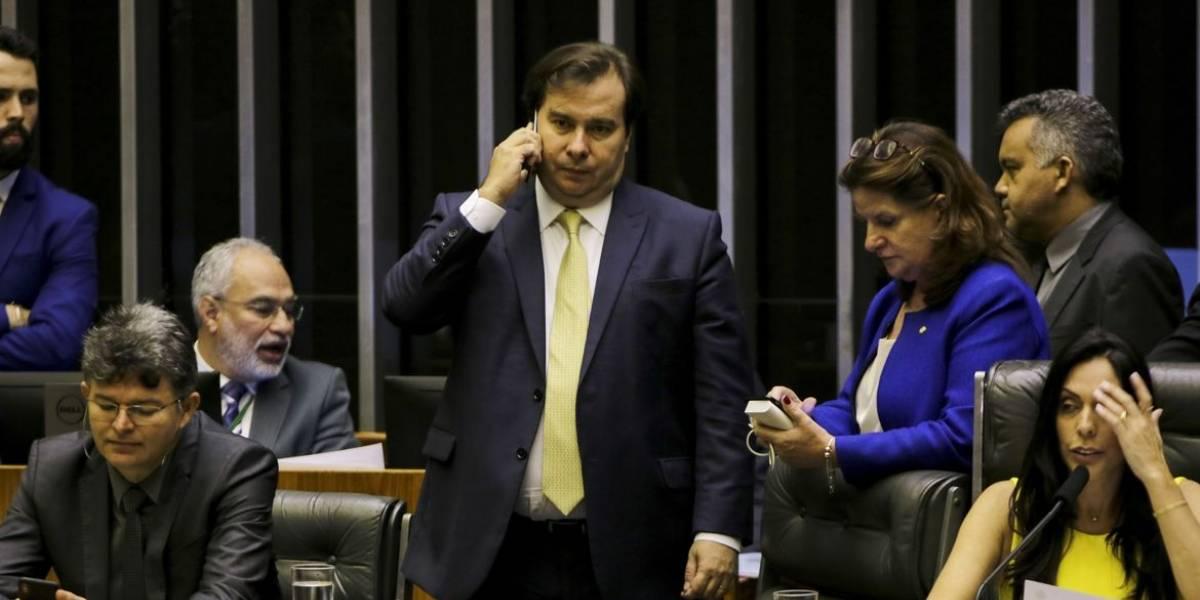 Maia propõe corte salarial nos três Poderes para prorrogar auxílio emergencial de R$ 600