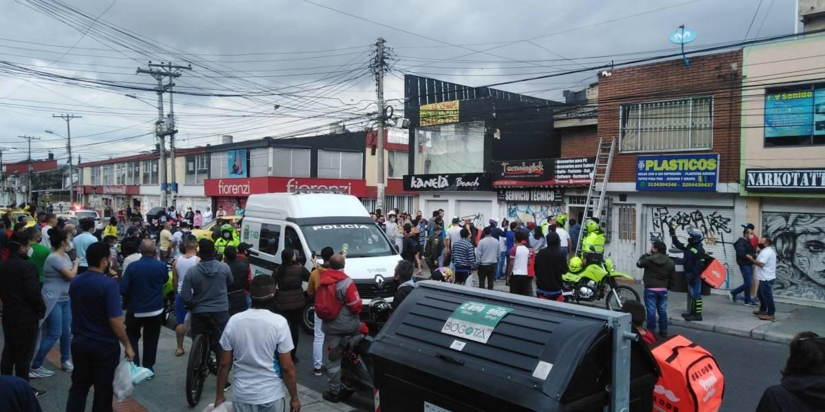 (VIDEO) Caen delincuentes que robaron supermercado y amenazaron a una familia en Bogotá