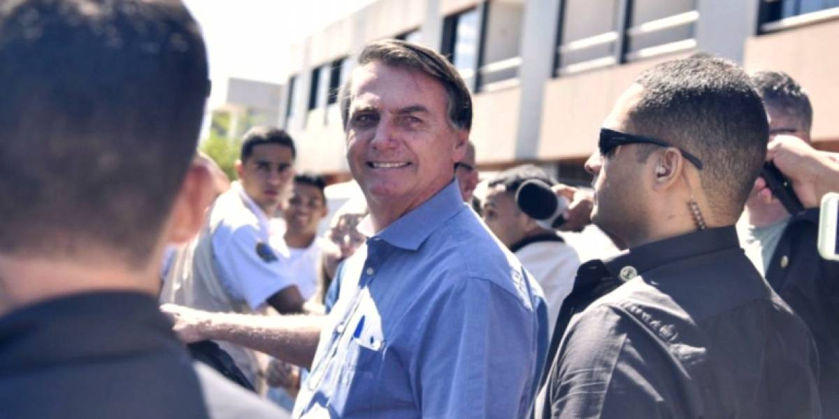 Bolsonaro vai ao Hospital das Forças Armadas e brinca: 'teste de gravidez'