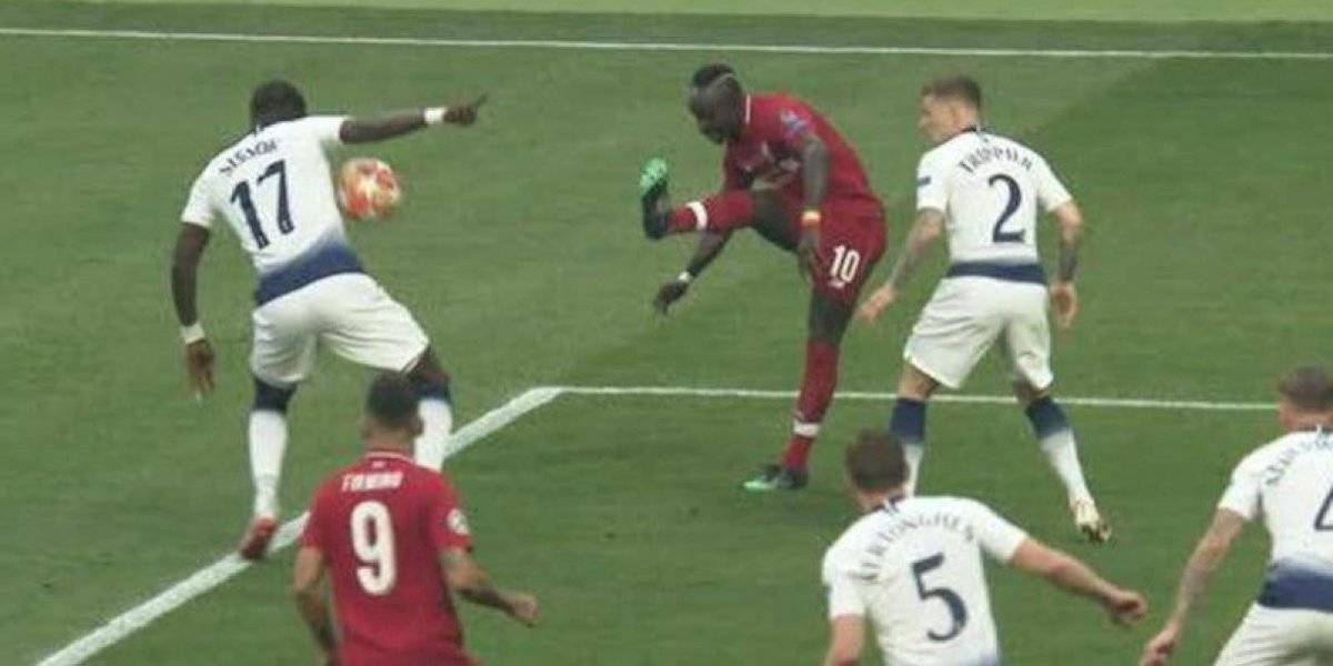 La International Football Association Board modifica las reglas del futbol