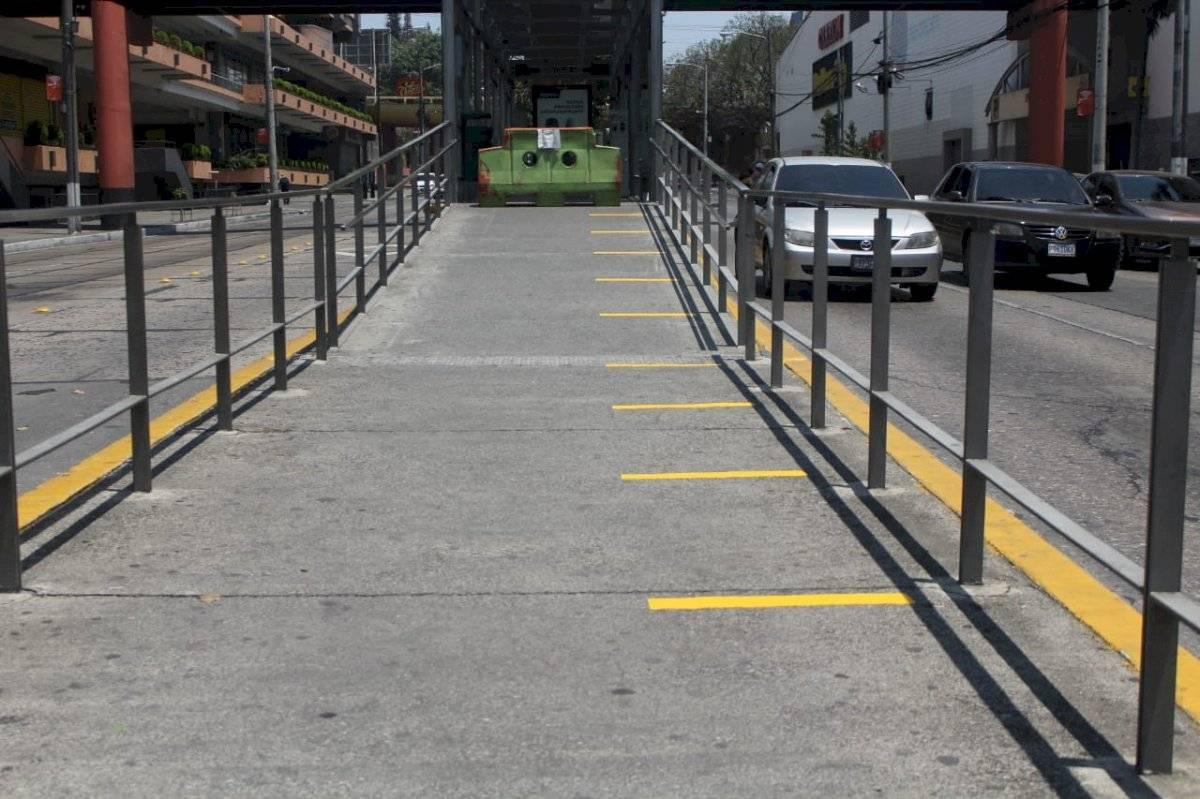Marcaje de líneas de distanciamiento en estación del Transmetro. Rodrigo Rivera, Emisoras Unidas 89.7