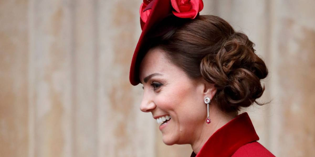 O vestido deslumbrante de Kate Middleton que esgotou rapidamente após sua aparição na TV