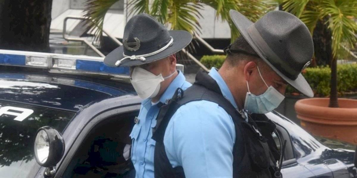 Le roban dinero y documentos a mujer que repartía alimentos en Guaynabo