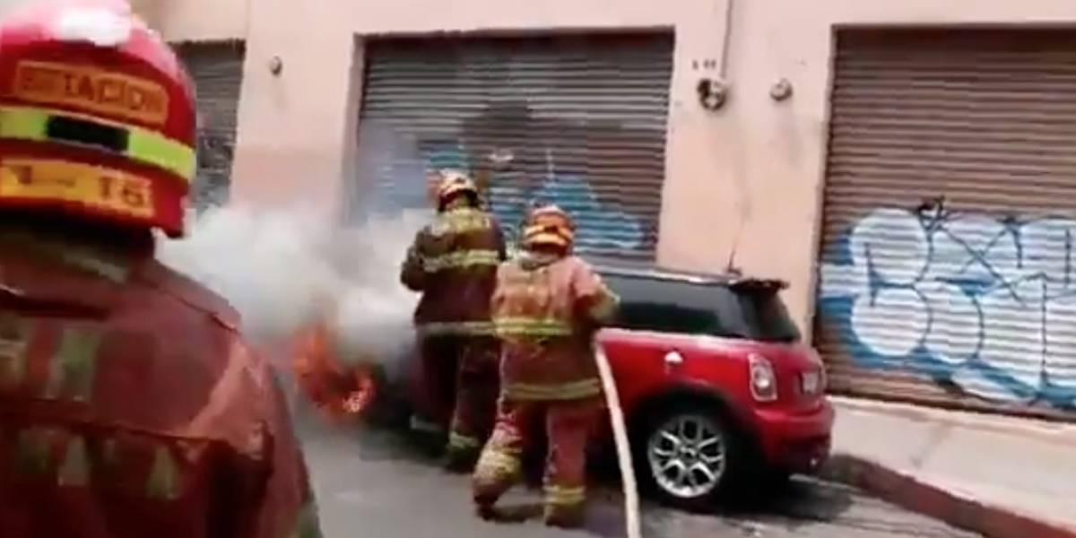 Video. Dos vehículos se incendian en distintos puntos de la capital