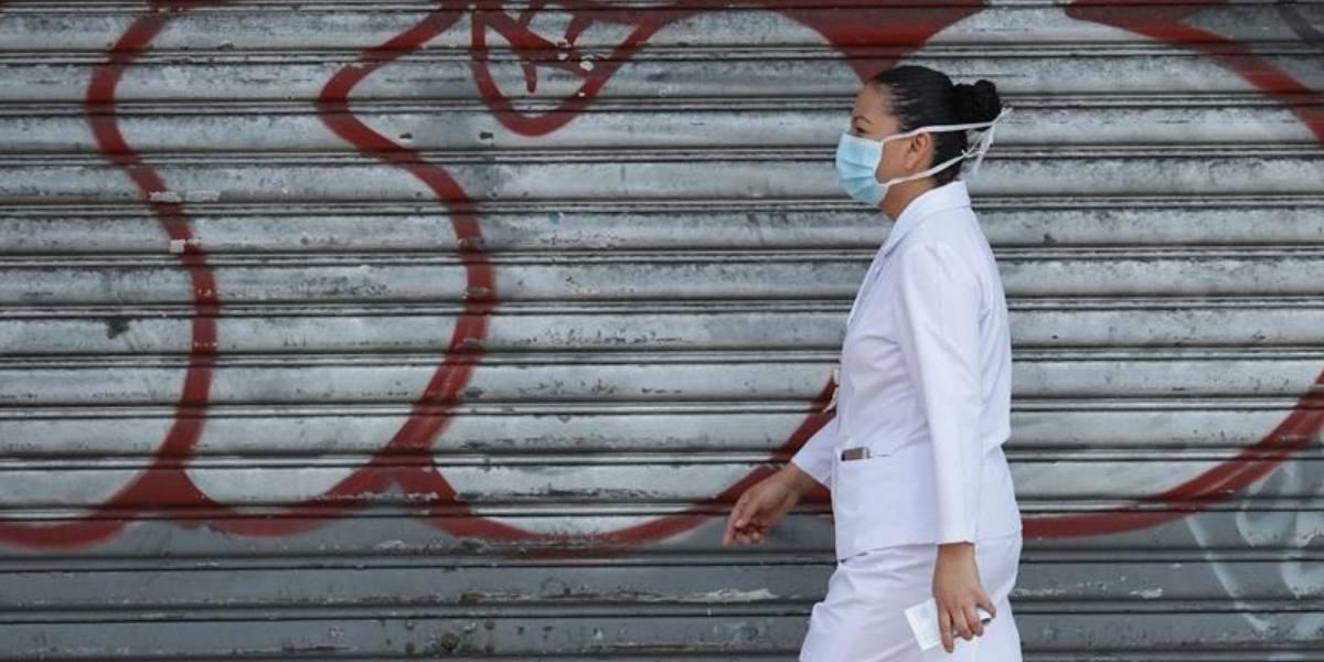 ¡Indignante! Agreden a una mujer que llevaba puesto su uniforme de enfermera