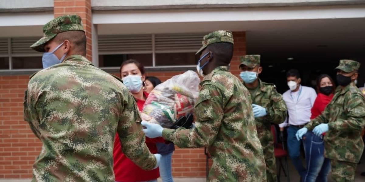 """Uribistas denuncian """"populismo"""" de Claudia López en entregas de ayudas a bogotanos"""