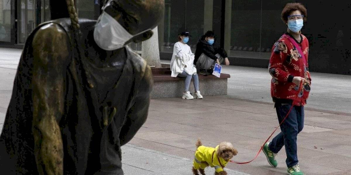 Pekín pone en cuarentena 10 barrios para detener rebrote de coronavirus