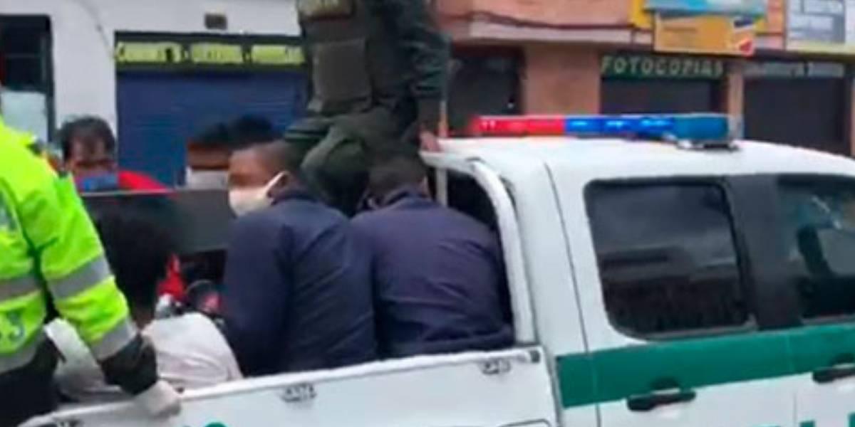 Siete personas en alto estado de alicoramiento agarraron a golpes a Policías