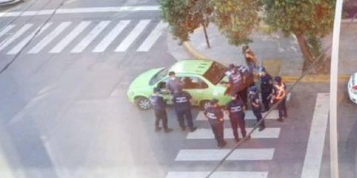Mujer contrató taxi para esconderse en el baúl y violar la cuarentena