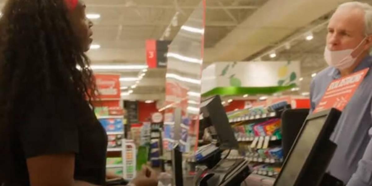 (Video) Personal de salud entró a supermercado y esta vez se llevó una linda sorpresa