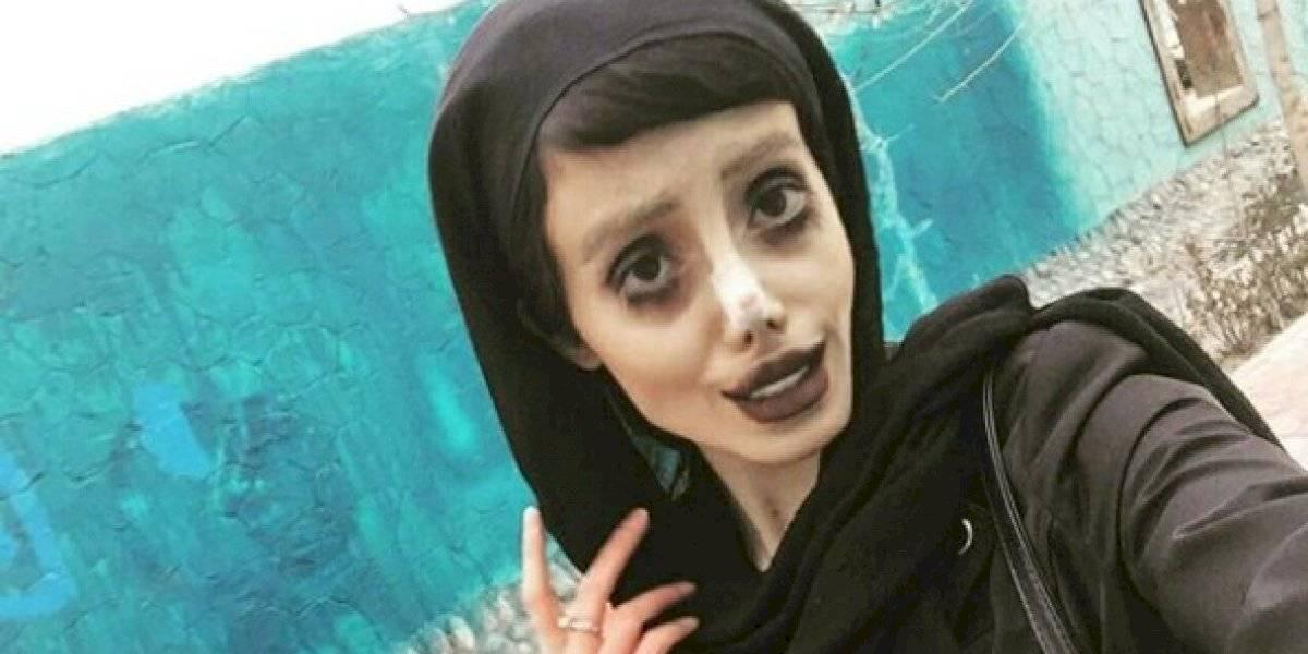 "Estrella de Instagram ""Angelina Jolie Zombie"" grave tras contraer coronavirus en cárcel"