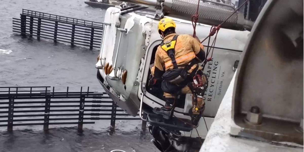 Vídeo: bombeiro faz rapel para salvar caminhoneiro pendurado em ponte nos EUA