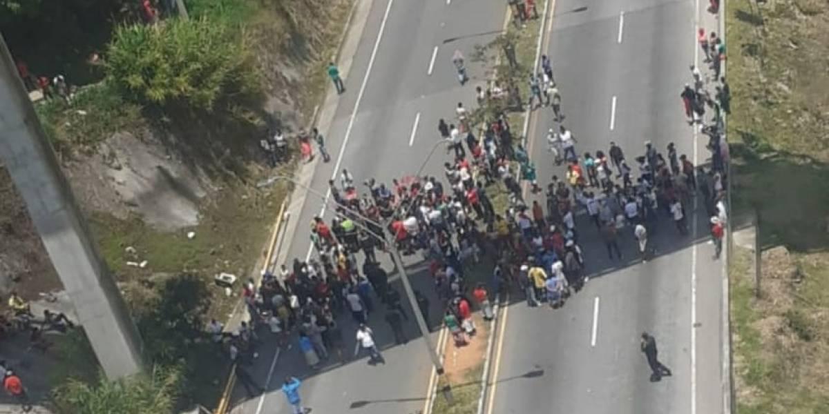 Ciudadanos salen a bloquear importante vía por falta de ayudas