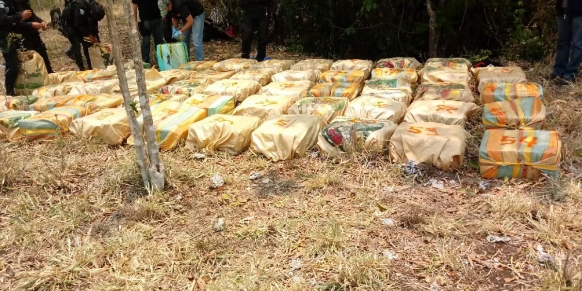 Decomisan más de 1 mil 600 kilos de cocaína en Petén