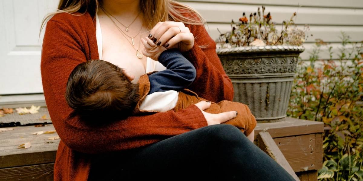 Mãe com sintomas leves de covid-19 pode amamentar