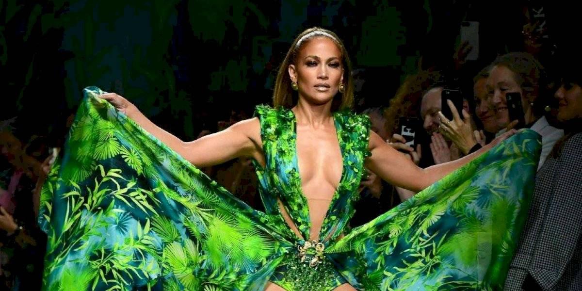 El tremendo escote de Danna Paola al estilo JLo y el famoso vestido Versace