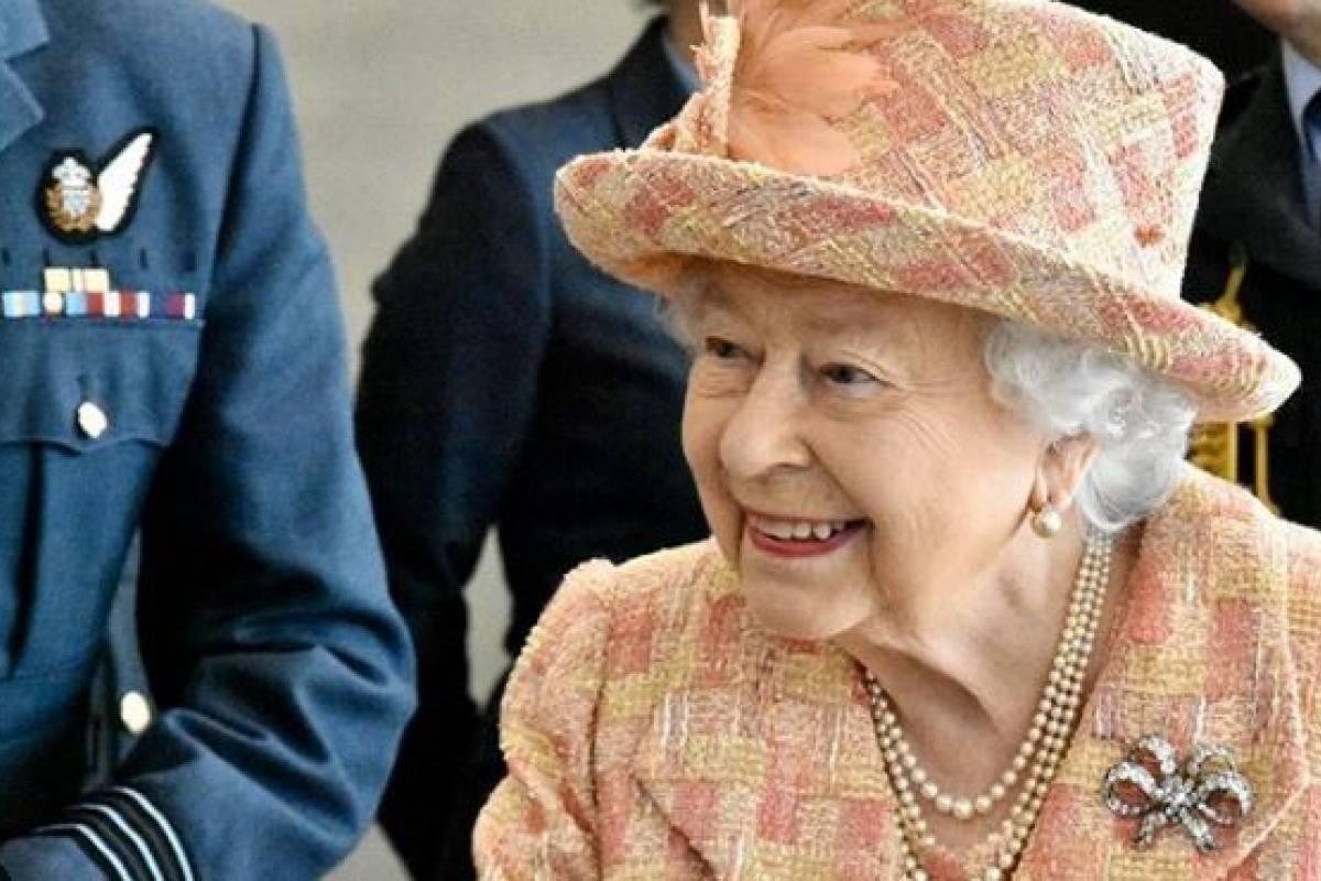 волнистых поздравление королевы англии шуточное энергией