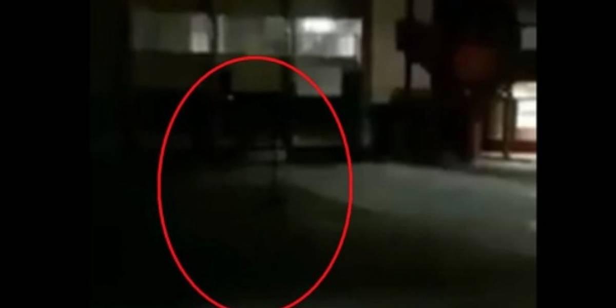 ¡Video de terror! Un cuidador de escuela capta fantasma de niña