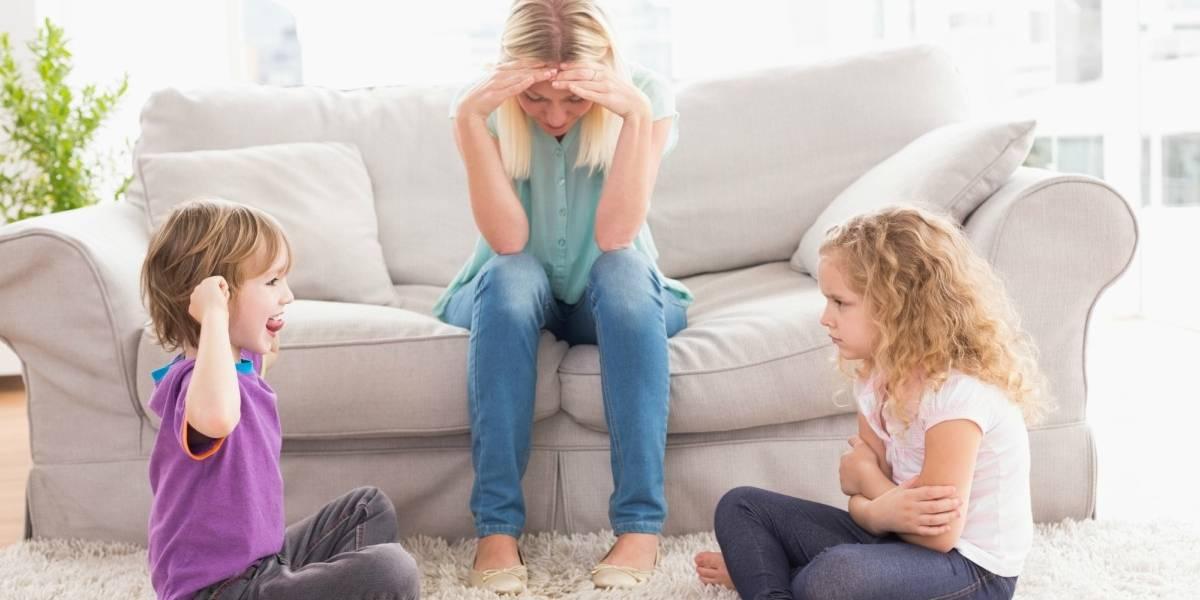 Estudos mostram que por causa do isolamento mães gastam 50% mais tempo que pais na assistência às crianças
