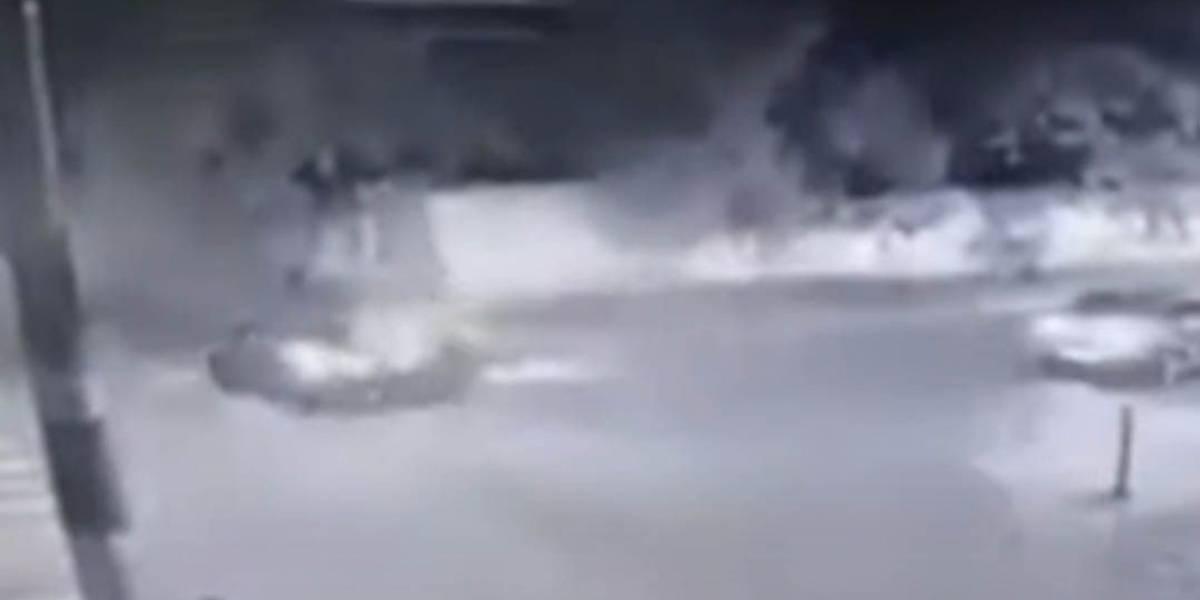 Motorista foge após acidente com moto no litoral de SP; veja imagens