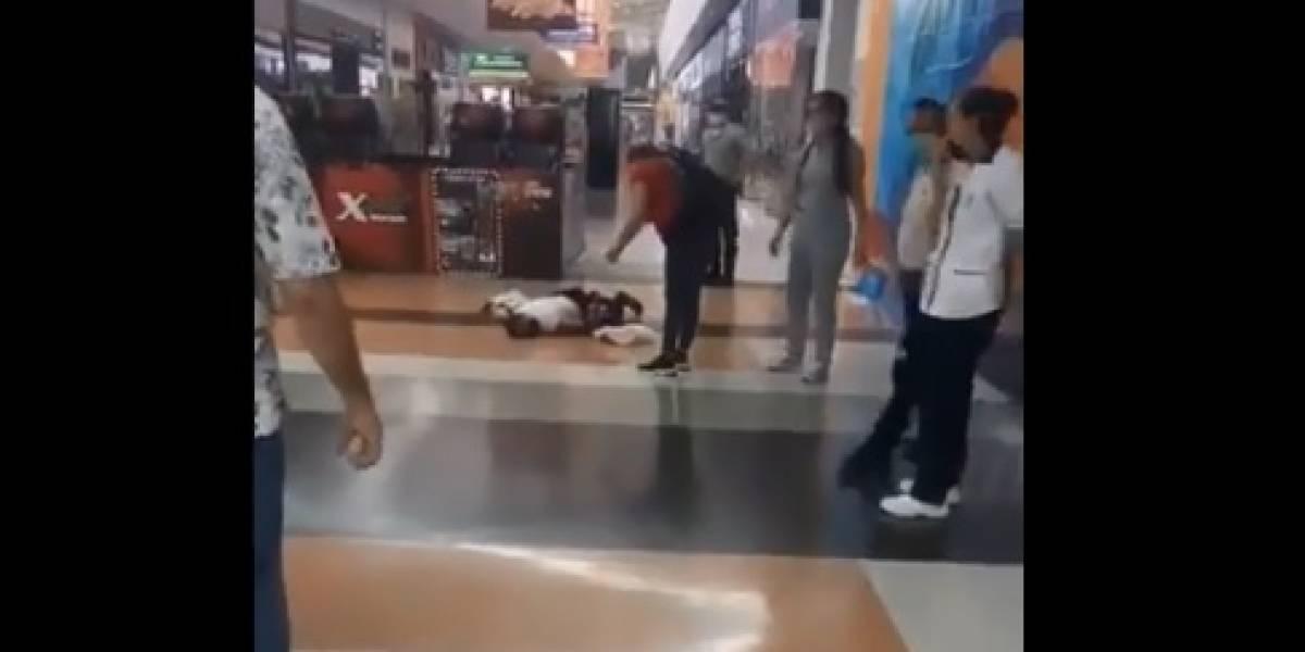 Mujer que se desmayó por presunto coronavirus generó pánico en centro comercial