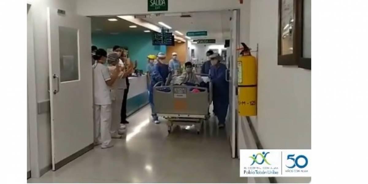 ¡Emocionante! Con calle de honor personal médico despide niño recuperado del coronavirus