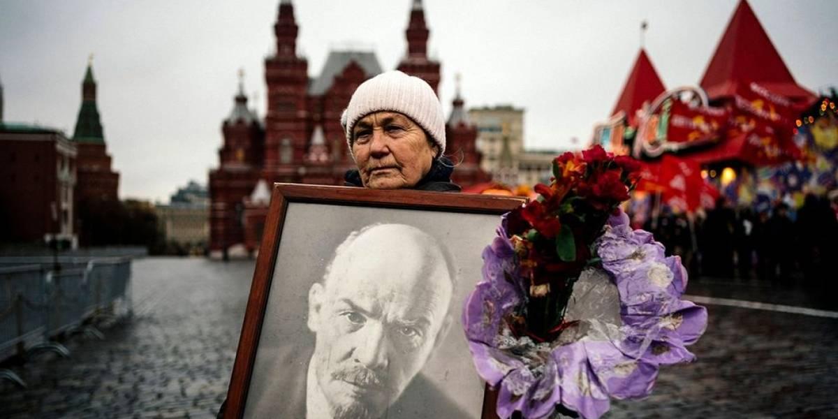 Comunistas rusos sin importar la pandemia salen a celebrar cumpleaños de Lenin