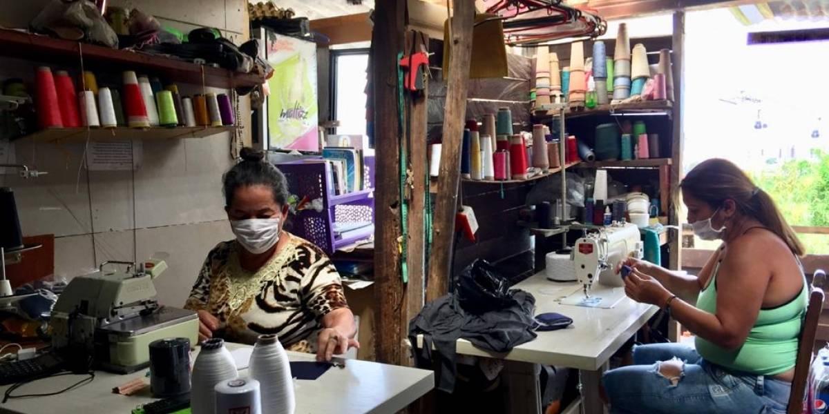 Madres comunitarias necesitan el último 'empujón' para fabricar y donar 11600 tapabocas