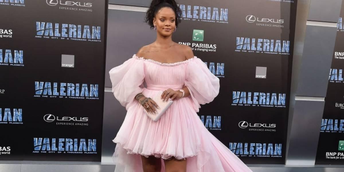 Os vestidos perfeitos da Rihanna estão aqui