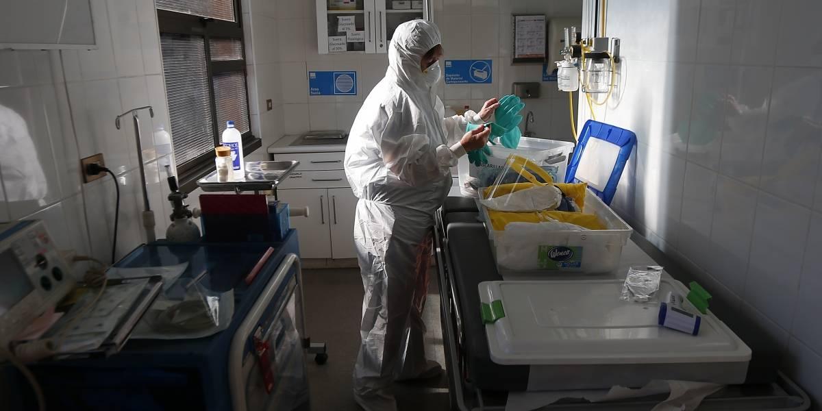 Primera línea contra la pandemia: al menos 780 funcionarios de la red pública de salud contagiados y otros 2.400 en cuarentena