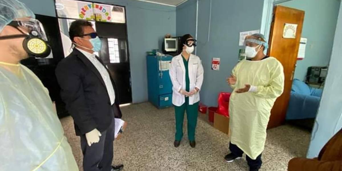 Diputado visita hospital Federico Mora por emergencia del Covid-19