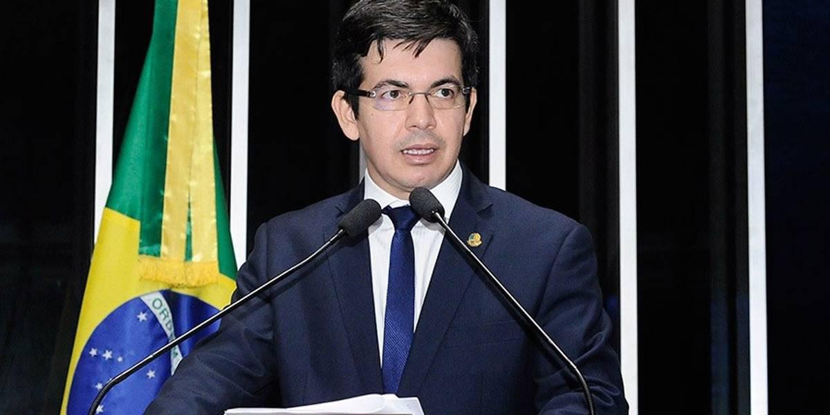 """""""Demissão de Moro tem relação direta com Bolsonaro próximo ao Centrão"""", diz Randolfe Rodrigues"""