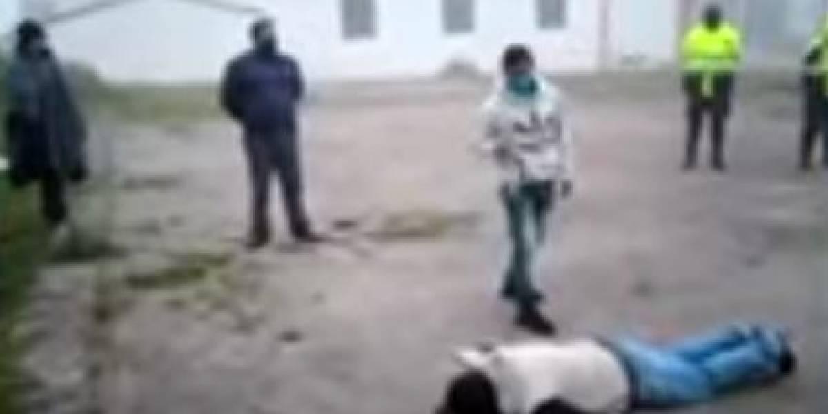 (VIDEO) Así castigan indígenas a quienes violan la cuarentena