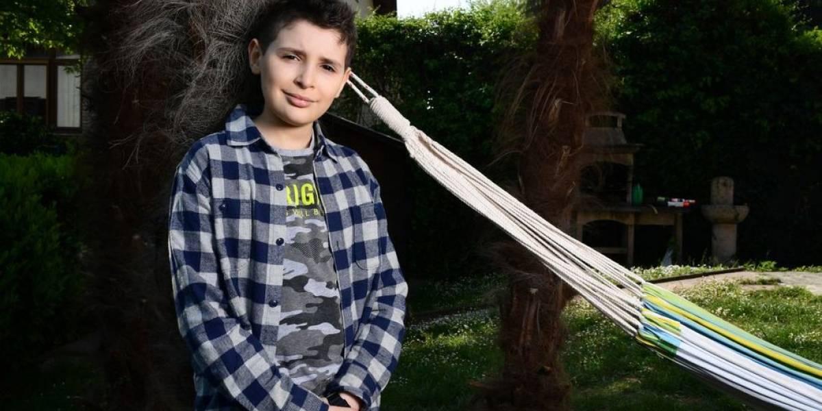 (FOTOS) En cuarentena y con solo nueve años, un niño se inventa un videojuego