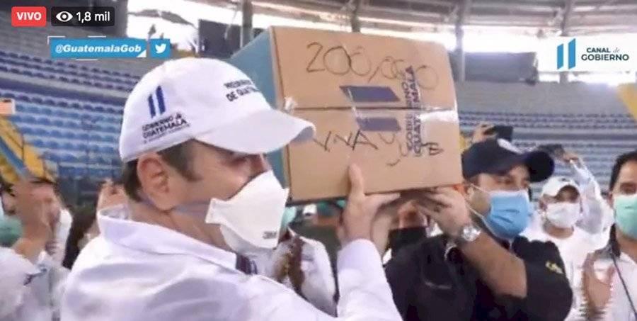 Caja 200 mil de víveres fue firmada por el presidente
