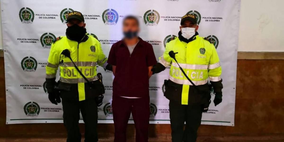 Cae delincuente que recorría las calles de Bogotá vestido de enfermero