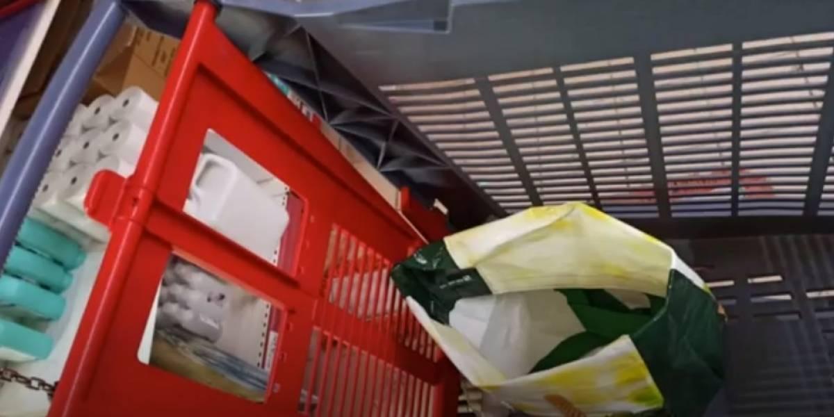 Mujer encontró a un bebé recién nacido en un carro de supermercado