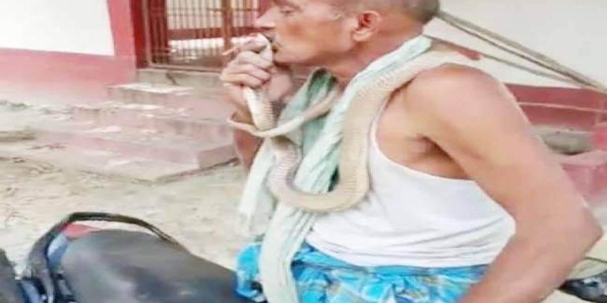 Homem que aparece beijando cobra em vídeo viral é encontrado morto
