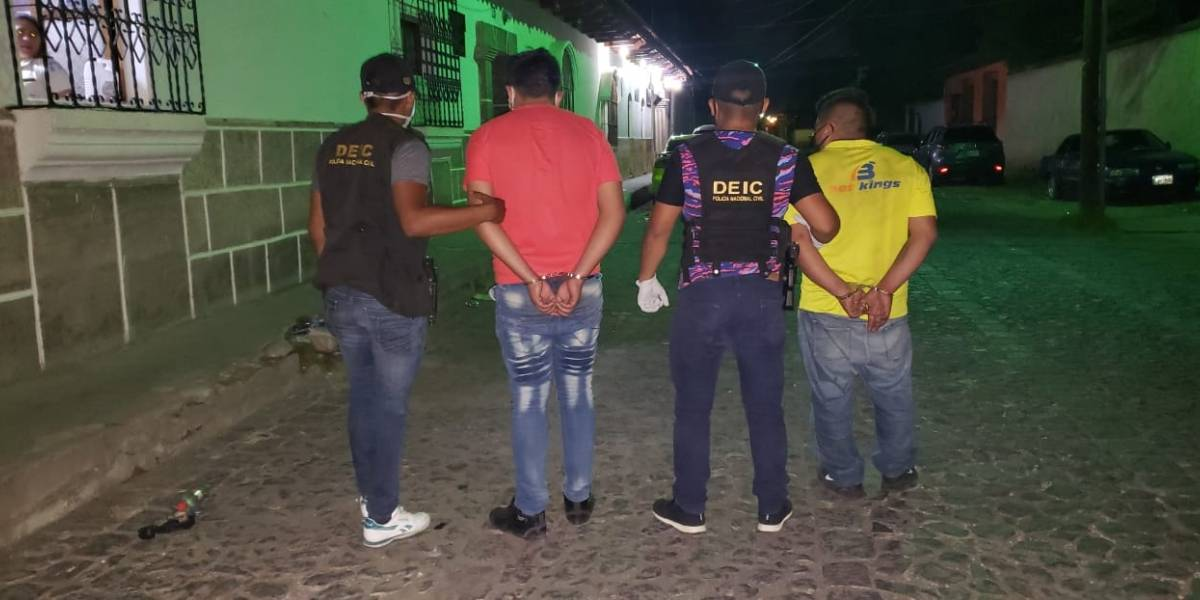 Capturan a presuntos integrantes de banda de asaltantes en Antigua Guatemala