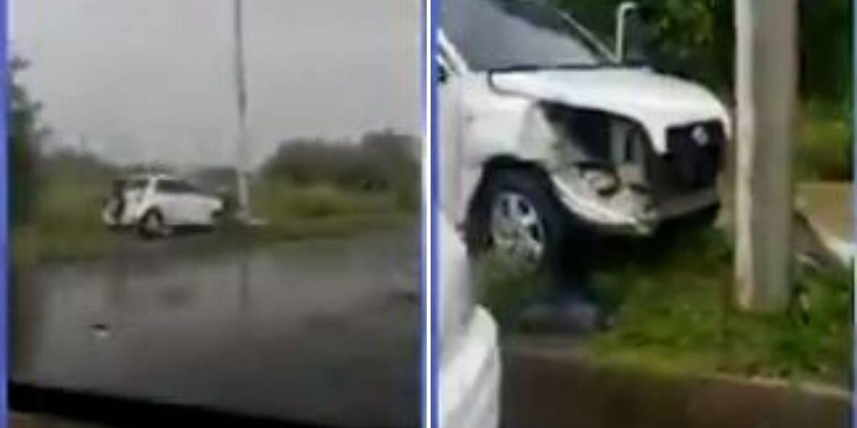 Infringiendo la cuarentena, chocó con otro carro y al intentar fugarse terminó contra un poste de luz