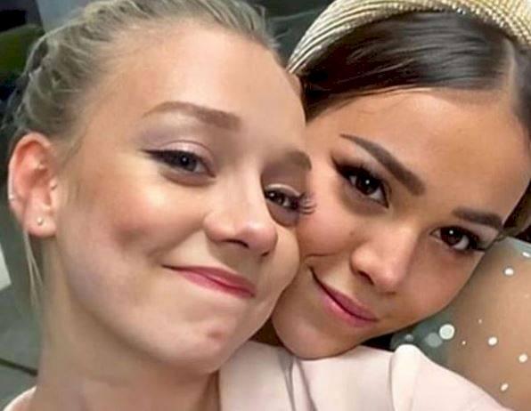 Danna Paola y Ester Expósto