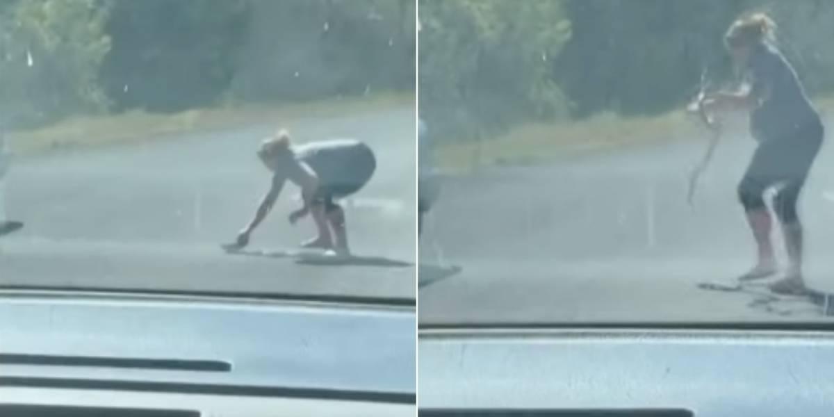 Vídeo de mulher grávida capturando cobra enquanto fala ao celular se torna viral nas redes sociais