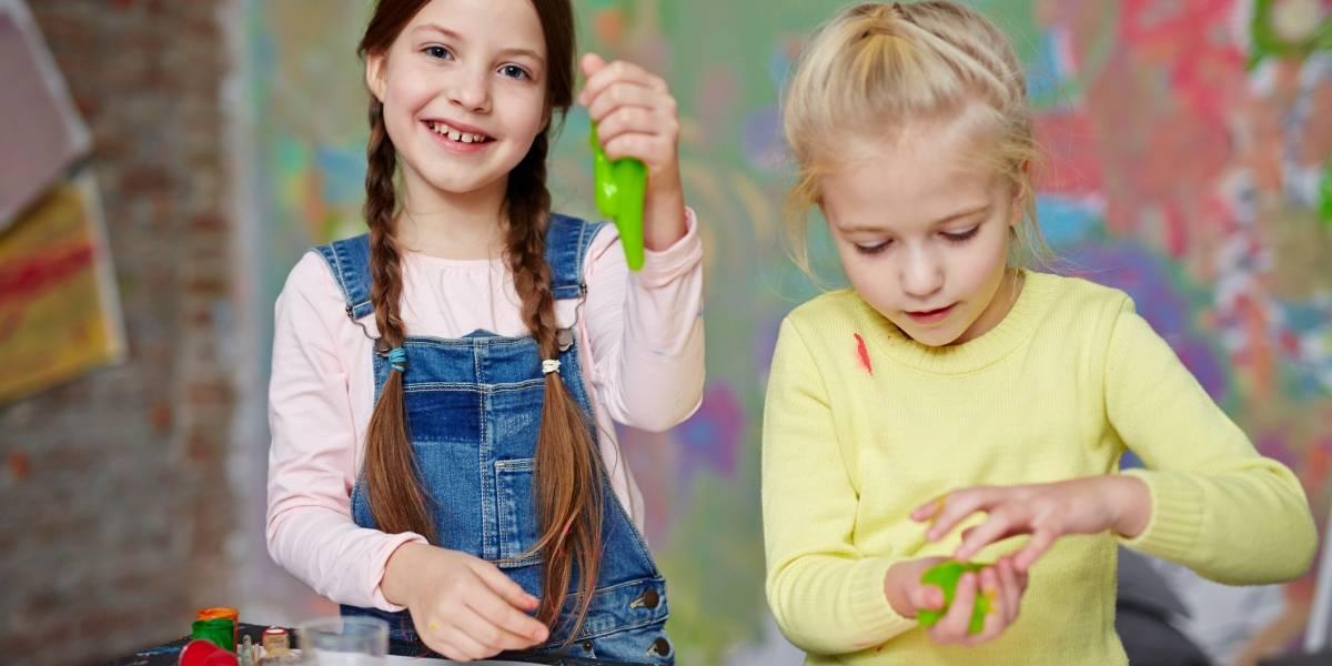 Celebra el Día del Niño retando a tus amigos a hacer un slime temático