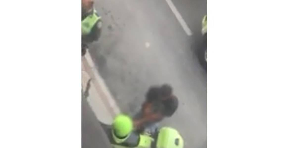 Luego de robar a una mujer presunto fletero se estrelló en contravía