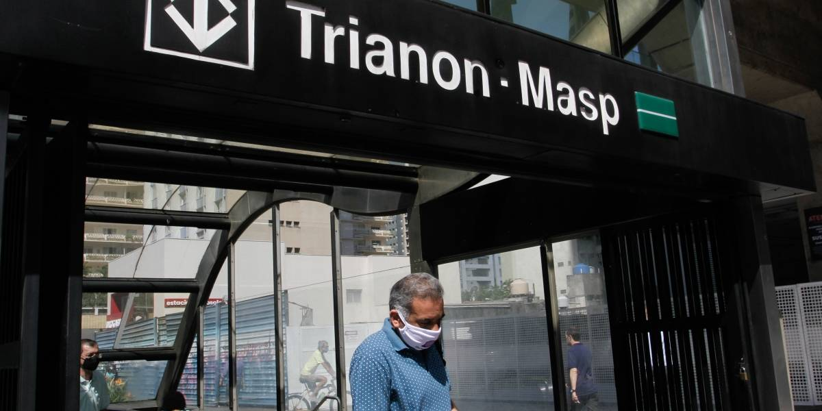 Uso de máscara passa a ser obrigatório nos ônibus, metrô e trens de São Paulo